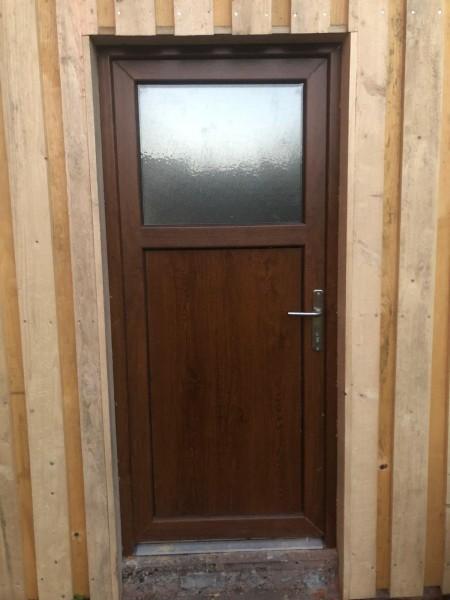 Nebeneingangstuer-Golden-Oak-Holzdekor